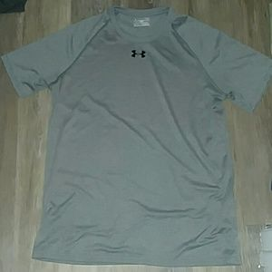 NWOT Under Armour grey loose fit, heat gear tee-M